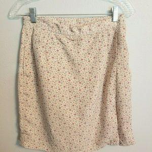 Liz Golf cream floral skort size 8 (GG0520)